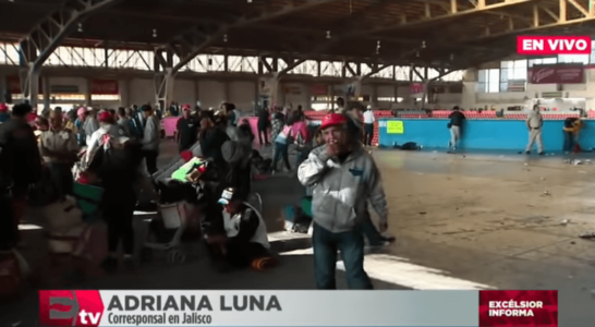 Migrantes tiran la comida a la gente que los atendía; ellos querían tacos al vapor